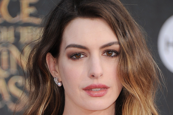 Anne Hathaway just made a MAJOR dig at The Kardashians!