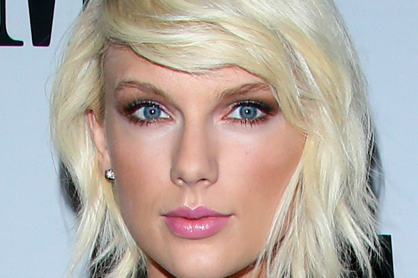 Everyone is losing it over THIS pic of Taylor Swift!