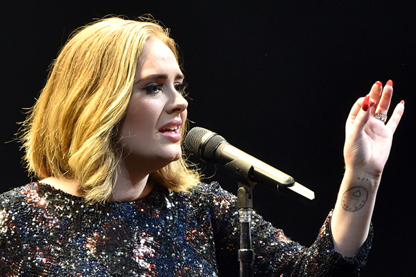 Adele just forgot the words to her OWN SONG!