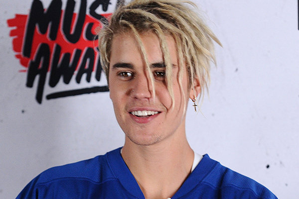 PHOTOS: Justin Bieber just got a tattoo on his FACE