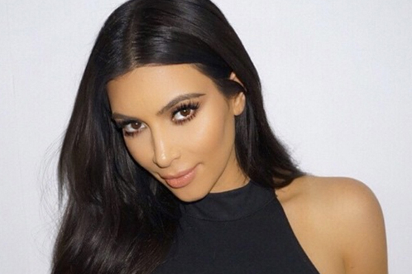 This pic of Kim Kardahian's butt has EVERYONE questioning whether it's fake!