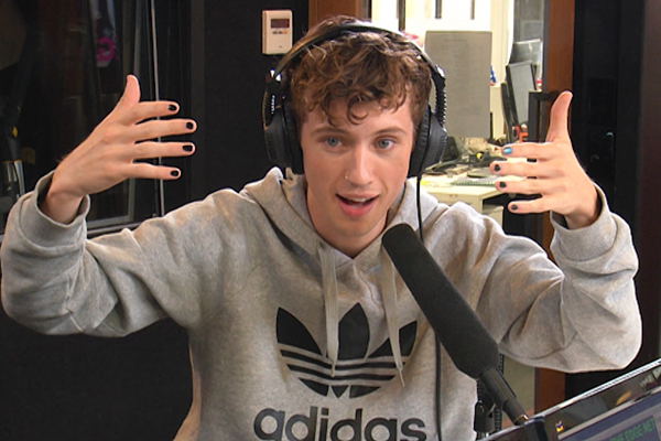 Troye Sivan explains his super EMBARRASSING encounter with Rihanna!