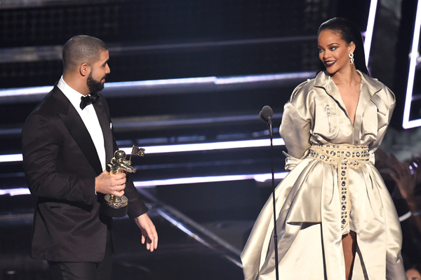 Drake just admitted he's in LOVE with Rihanna and she said nothing!