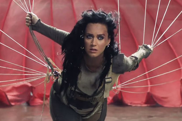Katy Perry rocks DREADLOCKS in her epic new music video!