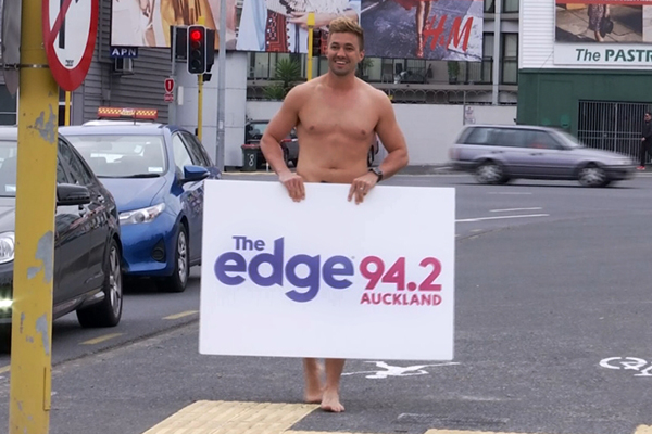 WATCH: Randell gets fully NAKED at a busy Auckland intersection!