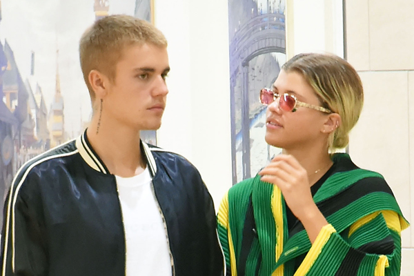 BREAKING: Justin Bieber is OFFICIALLY single again!