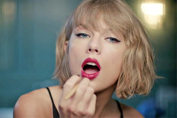 PHOTOS: Taylor Swift just got bangs and the internet is losing their sh*t