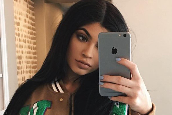 Science just revealed taking selfies actually improves mental health