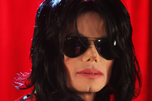 People are claiming that Michael Jackson is ALIVE after seeing this pic!